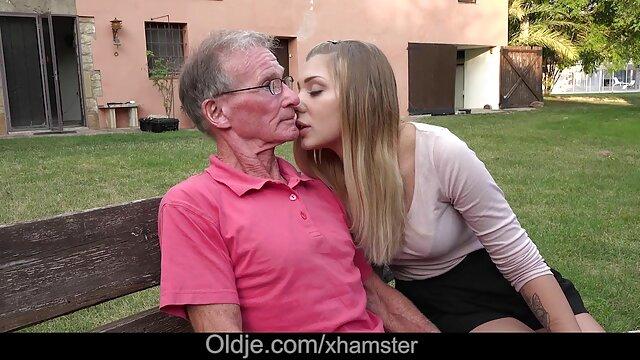おじいちゃんの左のディックを吸う若いpendeja 女性 の 為 の av 無 修正