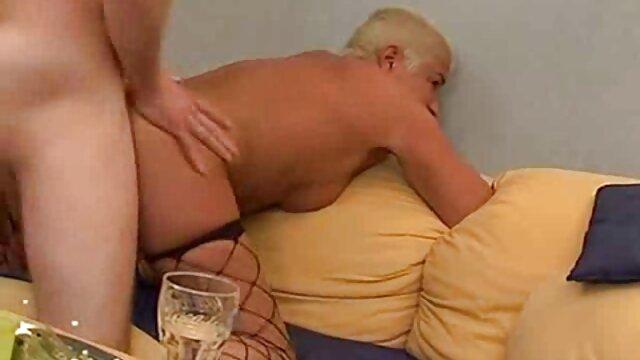 客室乗務員は乗客の一人にこっそり 女の子 向け エッチ 無料 動画